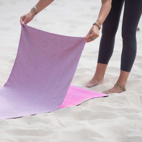 Tunturi Non-Slip Towel pink on yoga mat